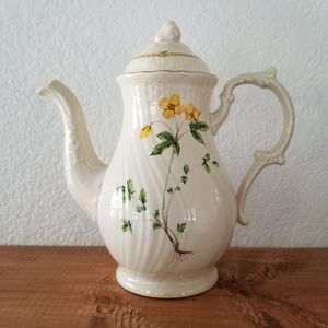 Rare Mikasa Fine Ivory Royalty Tea Pot D1004